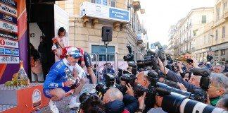 Arnaud Demare savoure sa victoire sur Milan Sanremo 2016. Photo : Yuzuru SUNADA/Pressesports/FDJ