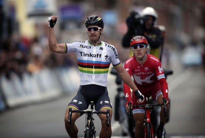 Peter Sagan s'impose enfin avec son maillot de champion du monde à l'occasion de Gand-Wevelgem 2016. Photo : Bettini Photo/Tinkoff