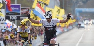 Fabian Cancellara salue le public flandrien. Photo : Graham Watson/Trek-Segafredo