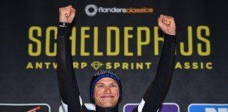 Marcel Kittel sur le podium du Grand Prix de l'Escaut qu'il remporte. Photo : Etixx-Quick Step.