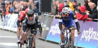 Mark Cavendish n'a réussi à devancer Marcel Kittel sur la ligne du Grand Prix de l'Escaut. Photo : Stiehl/Dimension Data.