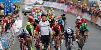 Stephen Cummings a remporté la troisième étape du Tour du Pays-Basque à Lesaka. Photo : Dimension Data/Gomez Sport