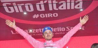 Gianluca Brambilla avec le maillot rose du Tour d'Italie 2016. Photo : Giro d'Italia