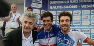 TODAYCYCLING - Marc Madiot, manager de l'équipe FDJ, aux côtés des deux nouveaux champions de France : Arthur Vichot sur la route et Thibaut Pinot en contre-la-montre. Photo : Equipe FDJ
