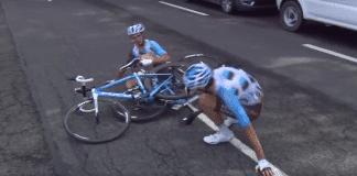 Alexis Vuillermoz et Romain Bardet au sol sur la deuxième étape du Critérium du Dauphiné 2016.