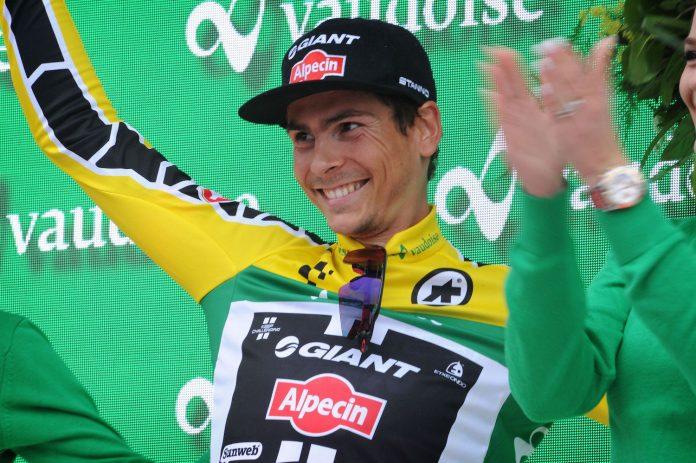 TODAYCYCLING - Warren Barguil en jaune sur le podium à Sölden terme de la 7e étape du Tour de Suisse 2016. Photo : Giant-Alpecin.