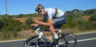 TODAYCYCLING - Wout Van Aert avec son maillot de champion du monde de cyclo-cross. Photo : Crelan-Vastgoedservice