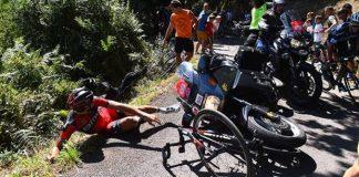 TODAYCYCLING - La chute de Van Avermaet lors de l'édition 2015 de la Clásica San Sebastián. Photo : Sporza/Twitter.