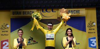 TODAYCYCLING - Mark Cavendish avec son premier maillot jaune. Photo : ASO/Tour de France