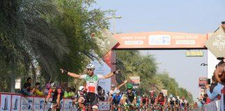 TODAYCYCLING - Giacomo Nizzolo se paie John Degenkolb et Mark Cavendish sur la 1e étape de l'Abu Dhabi Tour 2016. Photo : @Abu_Dhabi_Tour