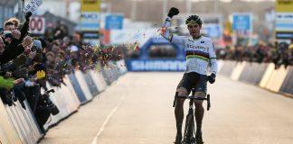 TODAYCYCLING - Wout Van Aert de nouveau victorieux avec son maillot de champion du monde - Photo: Sportpress.be