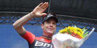 TodayCycling - Cadel Evans reçoit le dernier bouquet de sa carrière, à domicile. Photo : CEGORR