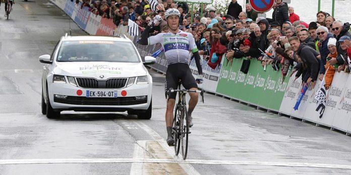 Elie Gesbert (Fortuneo-Vital Concept) signe son premier succès professionnel sur le Tour de Bretagne