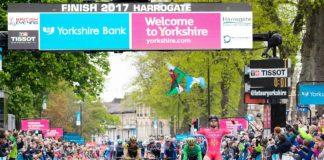 Nacer Bouhanni (Cofidis) remporte la deuxième étape du Tour du Yorkshire devant Caleb Ewan (Orica-Scott) et Jonathan Hivert (Direct Energie).