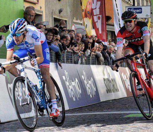Thibaut Pinot s'impose sur la cinquième étape du Tour des Alpes devant Brent Bookwalter et Geraint Thomas