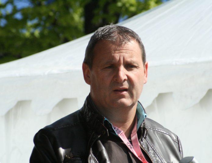 Thierry Adam dans son rôle de journaliste sur les 4 Jours de Dunkerque