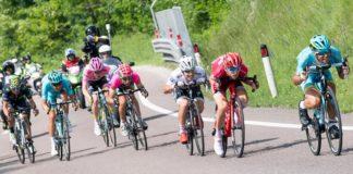 Les coureurs se jettent à corps perdu dans une des descentes du Giro 2016