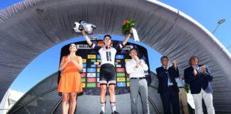 Phil Bauhaus sur le podium du Critérium du Dauphiné 2017 après sa victoire d'étape