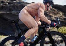 Mario Cipollini nu sur son vélo