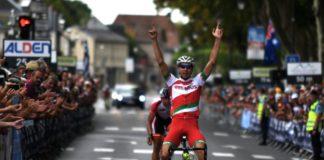 Tour de l'Avenir 2017, 5e étape (Montreuil-Bellay - Amboise) - Vasili Strokov gagne l'étape. Patrick Gamper est le nouveau maillot jaune.