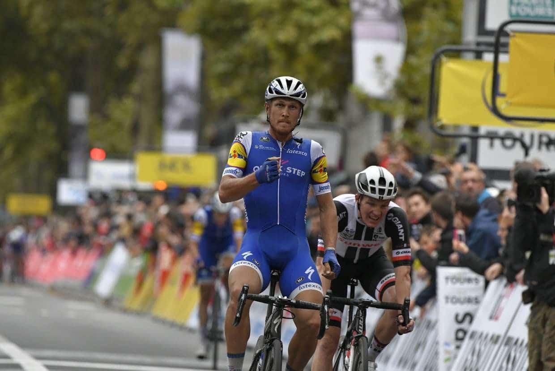 Matteo Trentin (QuickStep) remporte pour la seconde fois Paris-Tours 362ceb845