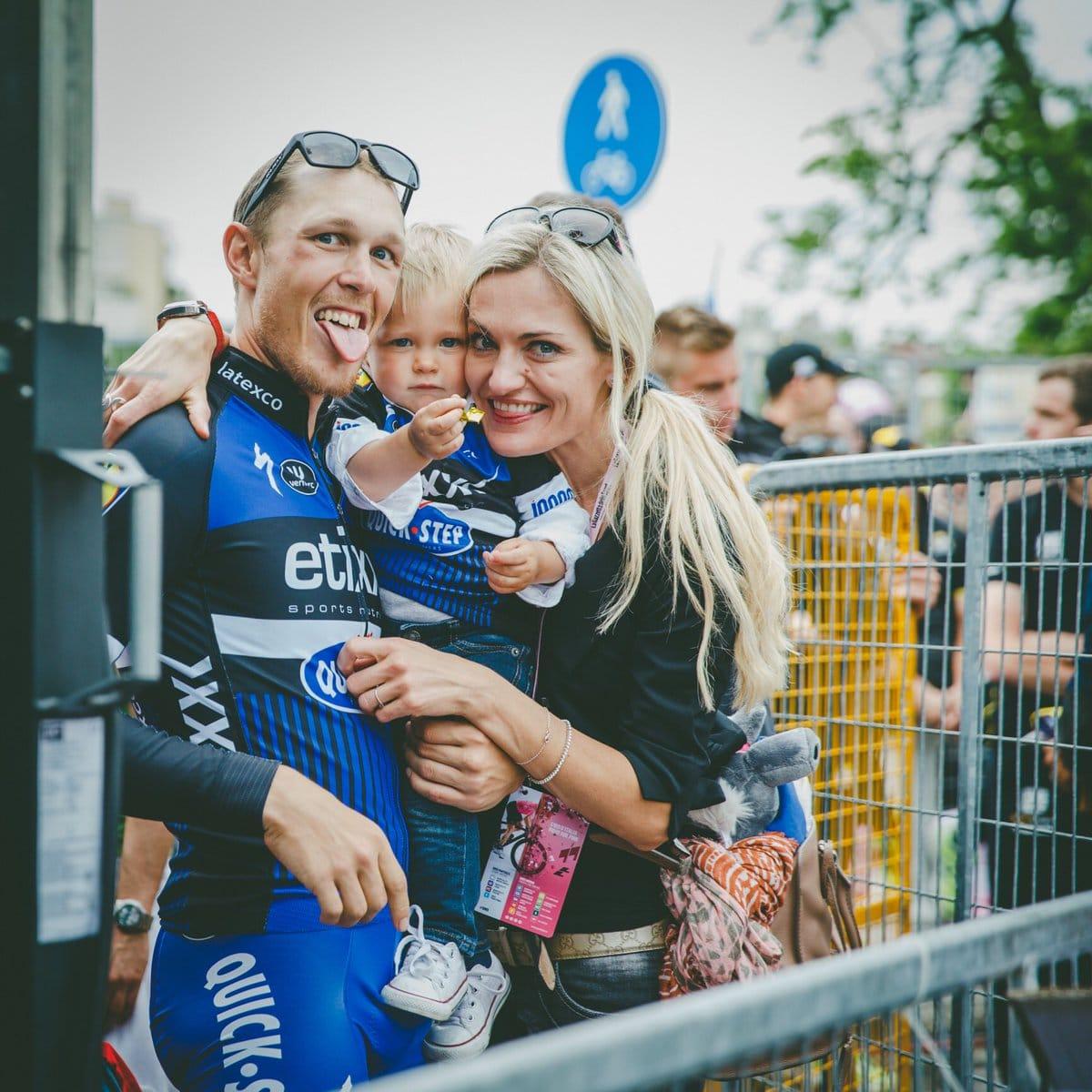 Les Epouses De Coureurs Cyclistes Sont Heureuses En Ce Moment