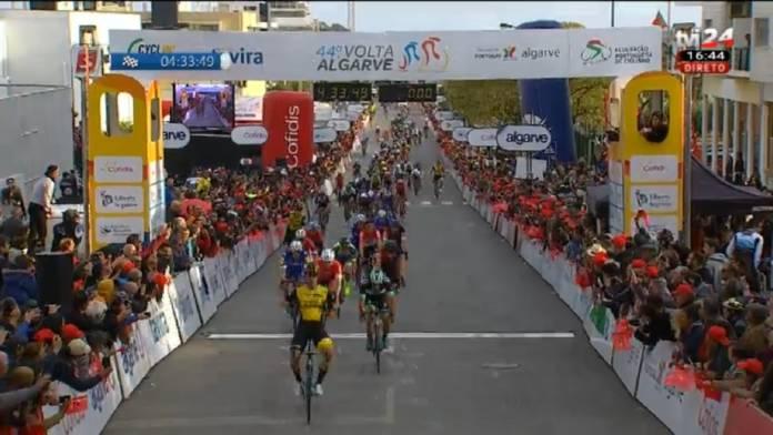 Dylan Groenewegen gagne les deux sprints du Tour d'Algarve