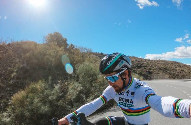 Peter Sagan monte les escaliers... à vélo