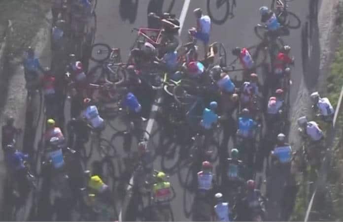 Vidéos Tirreno-Adriatico 2018 étape 6 chute Romain Bardet
