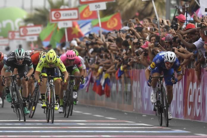 Giro 2018 premier sprint pour Viviani