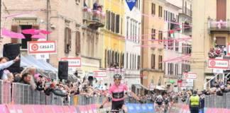 Giro 2018 étape 11 remportée par Simon Yates