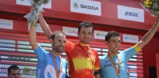Gorka Izagirre avec les couleurs espagnoles sur les épaules
