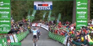 Julian Alaphilippe se contente avec le maillot de leader
