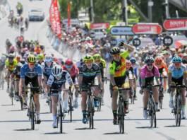 Chloe Hosking s'mpose sur la 4e étape
