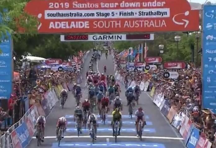 Jasper Philipsen remporte une première étape en World Tour