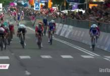 Arnaud Démare a dominé Viviani et Ewan au terme d'un sprint rondement mené.