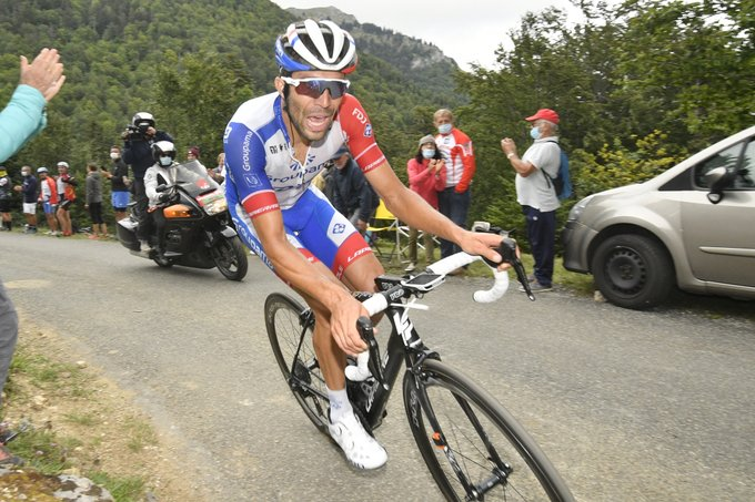 Des cyclistes surpris par une violente tempête de grêle — Critérium du Dauphiné