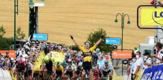 Wout van aert remporte l'étape 1 du Critérium du Dauphiné 2020