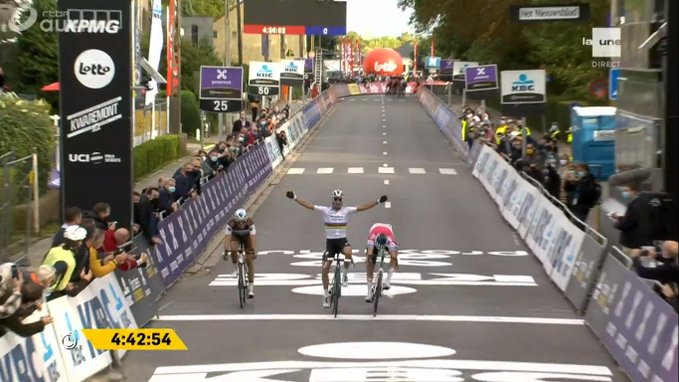 Julian Aalphilippe gagne avec le maillot de champion du monde la Flèche Brabançonne