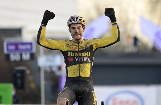 Wout van Aert retrouve le maillot de champion de Belgique en cyclo-cross