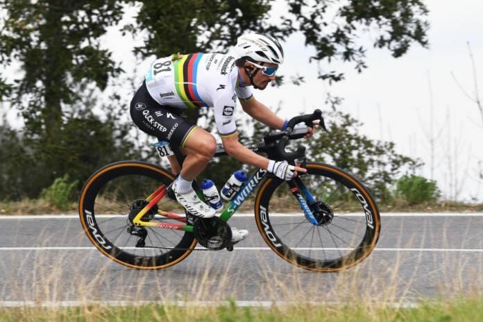 Derniers réglages avant le Tour des Flandres sur A Travers la Flandre 2021 pour Julian Alaphilippe