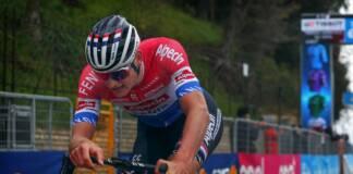 Mathieu van der Poel, au bout de lui-même, n'a même pas su célébrer sa victoire sur la 5e étape de Tirreno-Adriatico 2021