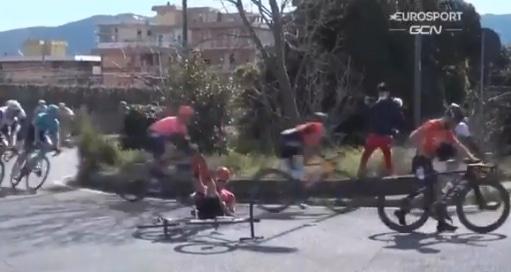Nacer Bouhanni chute sur Milan-Sanremo 2021