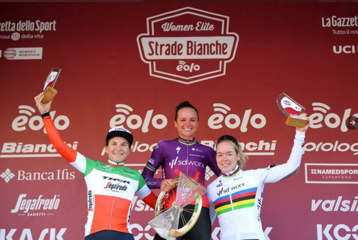 Le podium des Strade Bianche Dames 2021