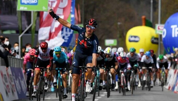 Gianni Moscon s'impose et devient le premier leader du Tour des Alpes 2021