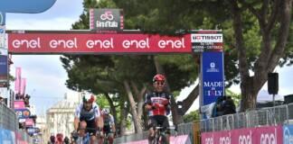 Giro 2021 : Caleb Ewan remporte la 5e étape du Tour d'Italie