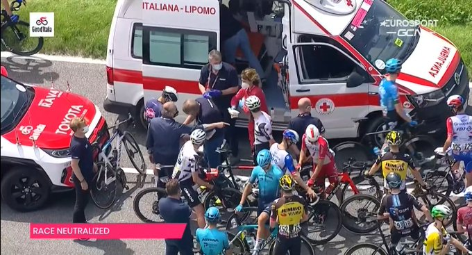 Le Giro est neutralisé durant quelques minutes