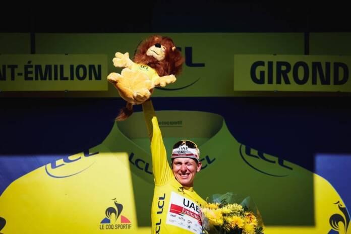 Tadej Pogacar se dirige vers la victoire finale du Tour de France 2021