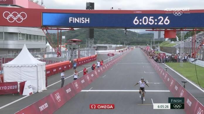 Richard Carapaz remporte la course en ligne des Jeux Olympiques de Tokyo