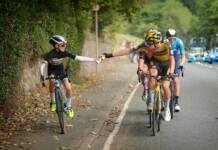 Un enfant provoque un moment spécial au Tour de Grande-Bretagne 2021